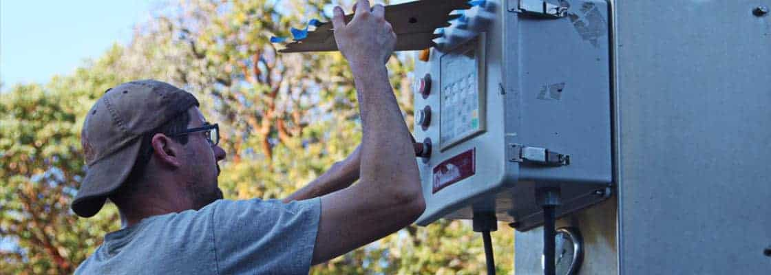 Winemaker Emmett Reed adjusts the press cycle